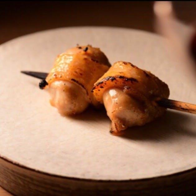 伊達鶏や旬の食材を使用したこだわりの炭火焼き