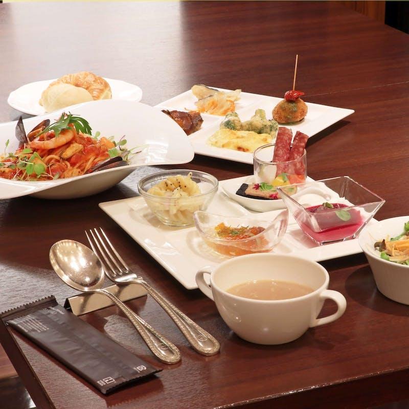 【土日祝】選べるメイン!温製オードブルやスープなど約20種ランチブッフェ付