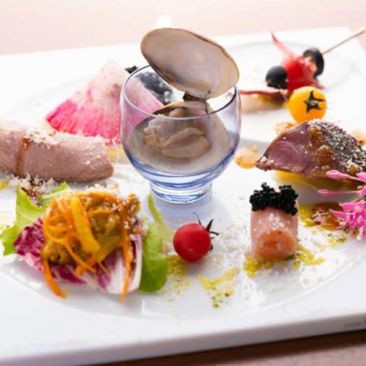バラエティ豊かな旬の山海の幸を満喫「旬の彩り前菜 いろいろ盛合わせ」
