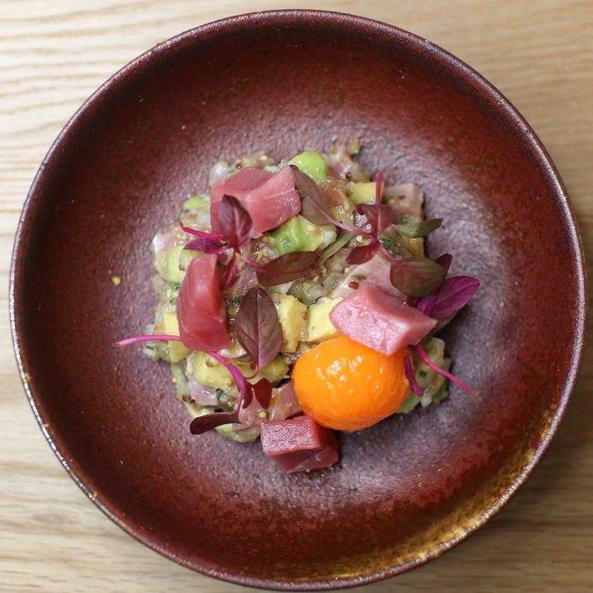 魚介を中心とした創作料理と希少銘柄の日本酒