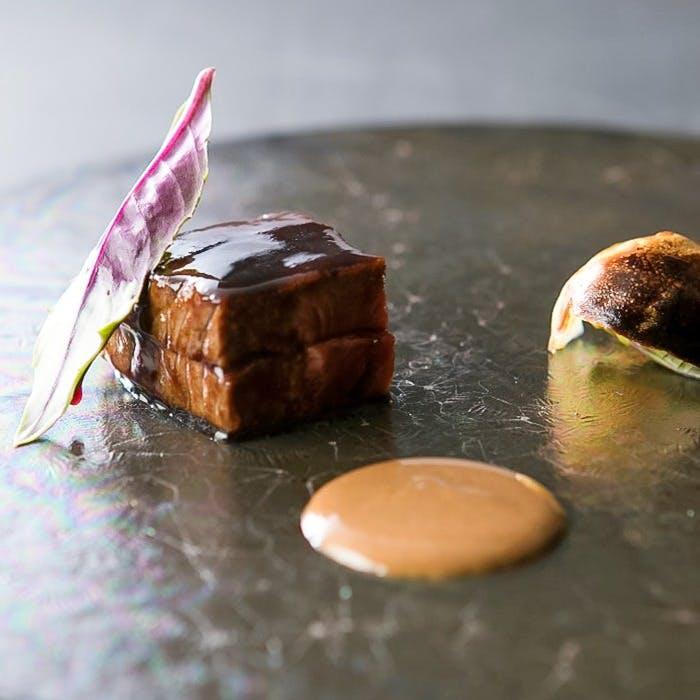 伝統的フレンチと和食材が融合した独創的かつイノベーティブなフランス料理