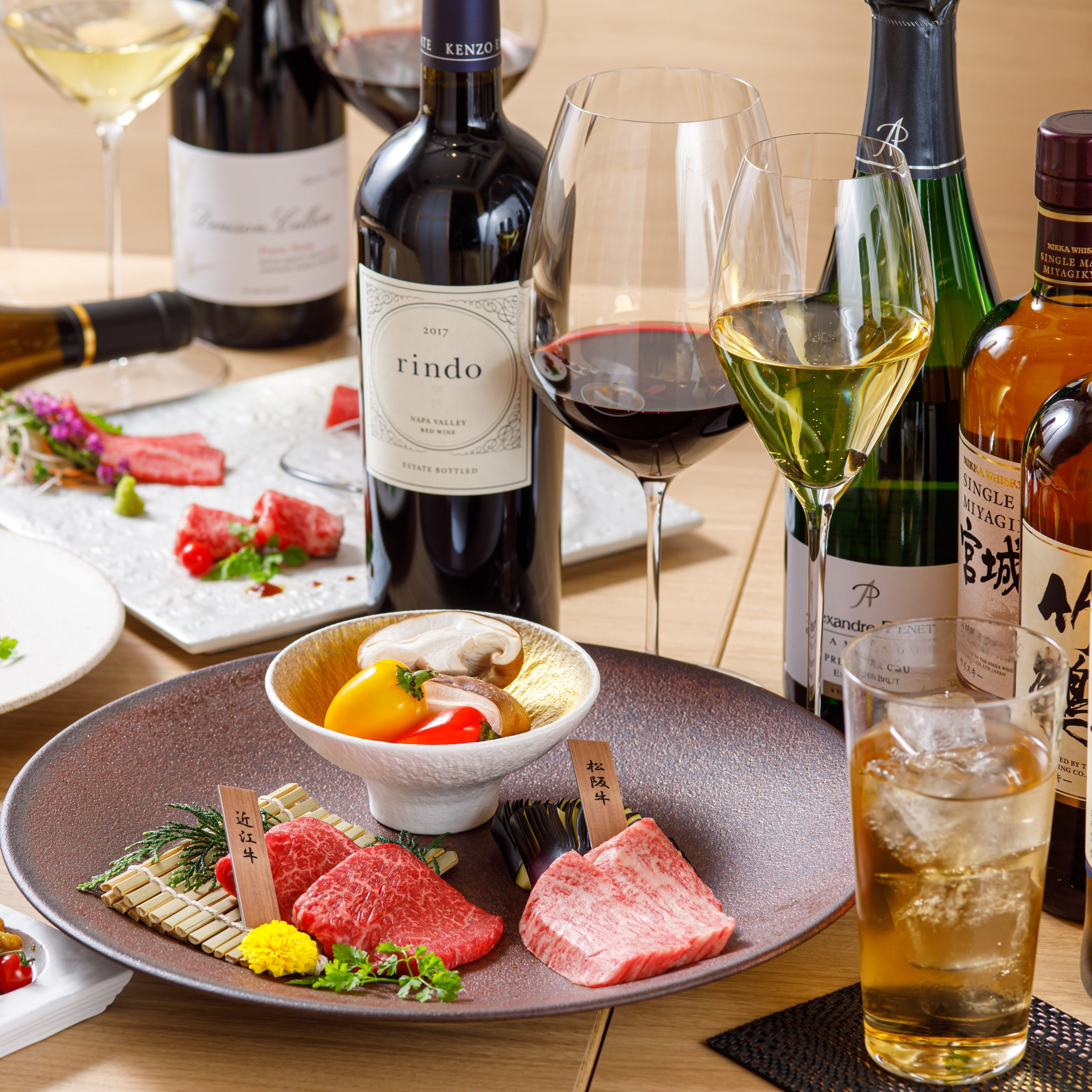 お肉に合う厳選したワインの数々