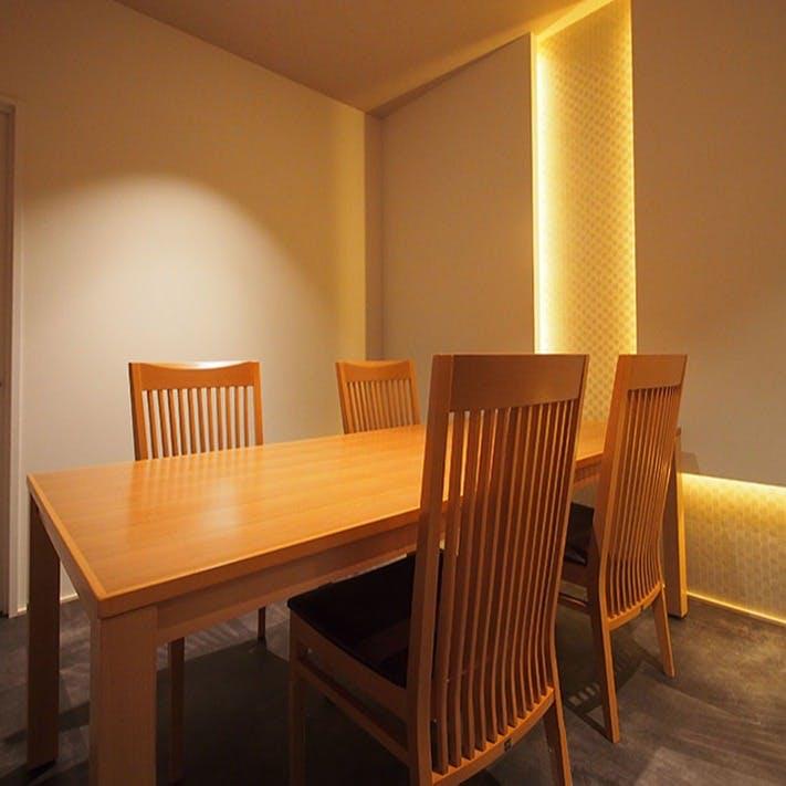 テーブル席の完全個室を完備