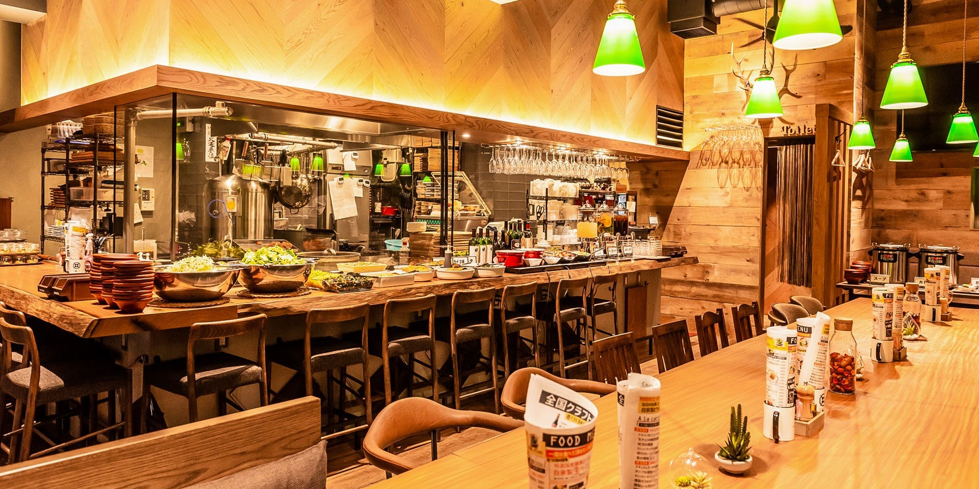 記念日におすすめのレストラン・燻製 鉄板焼 クラフトビール MOKU 新橋店の写真1