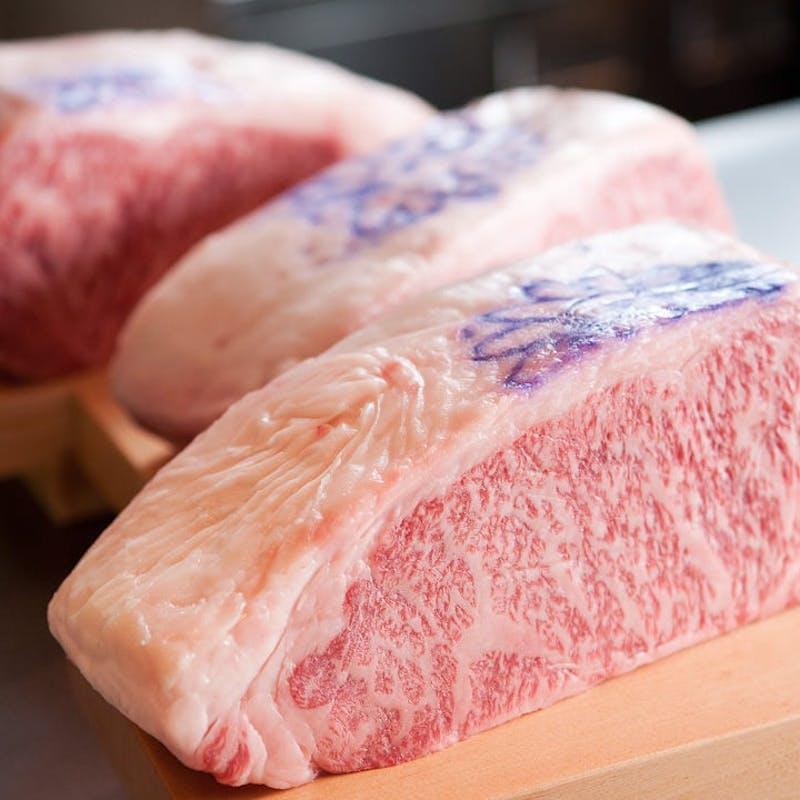 【神戸牛サーロインステーキランチ】サラダ、ご飯、味噌汁、香の物付