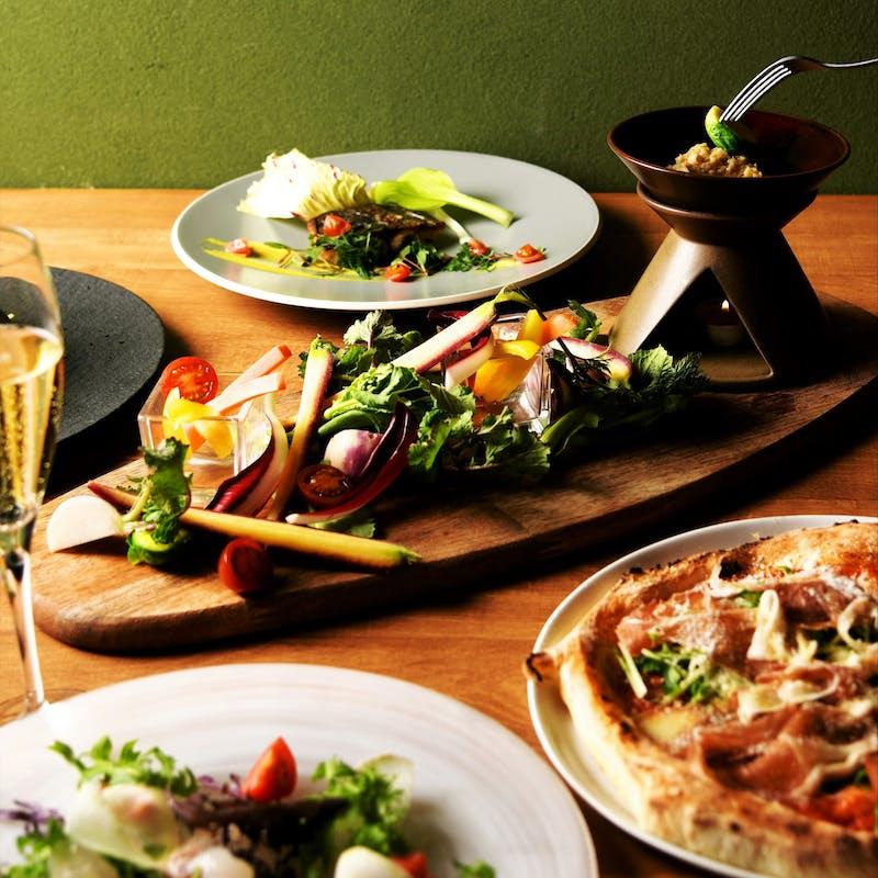 【ディナーコース】90分飲み放題&前菜プレート、ピッツァ、パスタ、お肉料理など全6品