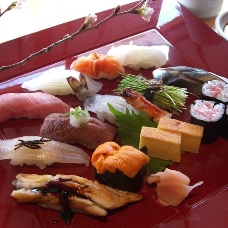 【寿し懐石】先付、前菜盛合せ、上にぎり、蟹のむき身など(個室確約・リクエスト予約)