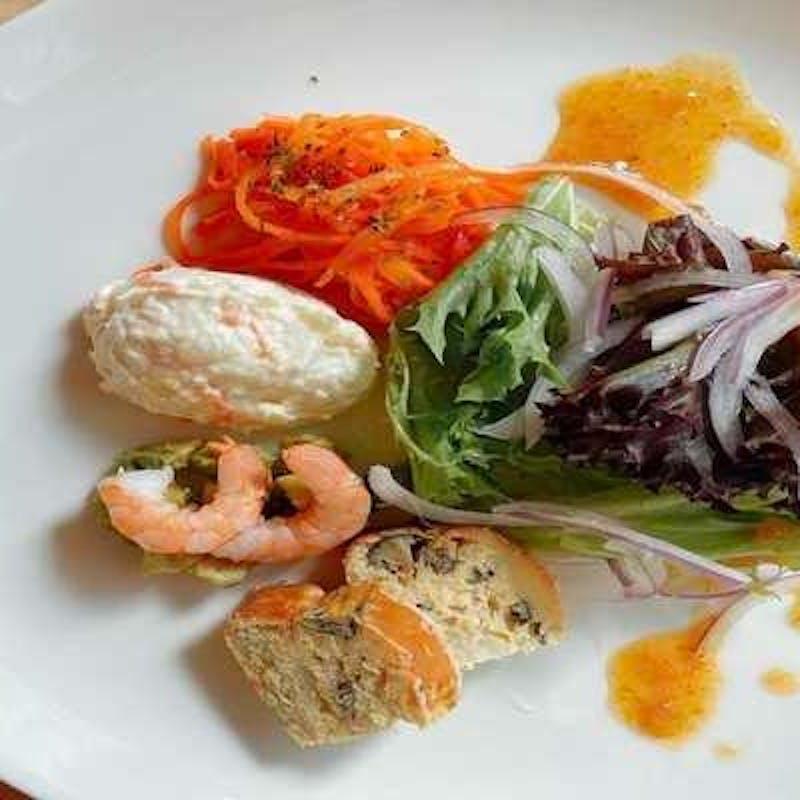 【記念日コース】アニバーサリーホールケーキ 肉&魚のWメインなど全6品+乾杯ドリンク