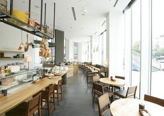 大阪ランドマークXEX WESTの姉妹店。世界最高峰の大会で優勝賞したピッツァと南イタリアの料理が気軽にお楽しみ頂けます。