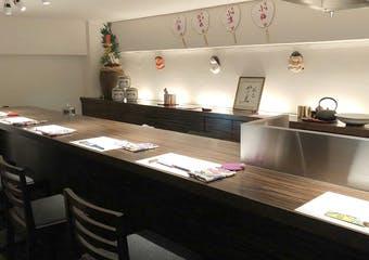那覇市国際通りより徒歩3分。静かな住宅地にある和食おまかせ料理店。ゆっくり、ゆったり大人の那覇の夜をお愉しみください。