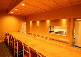 御料理古川では、四季折々の素材を使ったお料理、店主自ら厳選したお酒などご来店されたお客様の特別な日を彩る趣向を大切にしています。