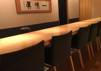 西宮の高級住宅街で新しいアイディアを加えた繊細な京料理をご堪能ください。