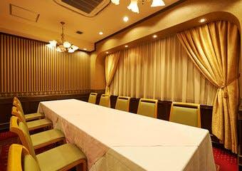 大事な方とのお食事・歓送迎会・同窓会・ご接待・お顔あわせなどお祝いの席にも、様々なご用向きに合わせてご対応可能なフランス料理レストランです。