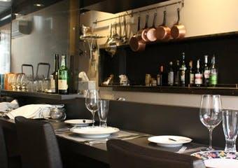閑静な住宅街に静かに佇むフランス料理店です。シェフが腕を振るう本格フレンチを味わうことができます。