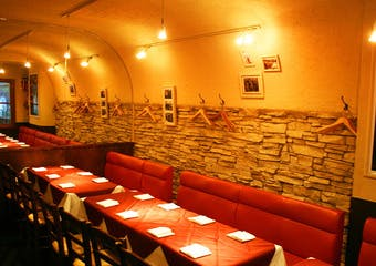 まるでフランスにいるかのような素敵な店内で味わう、本場フランスの味を心ゆくまでご堪能ください。