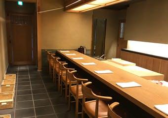 侘びのある凛とした空間で、正統派日本料理を心ゆくまでお愉しみくださいませ。