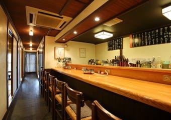 情緒あふれる京の街並みに位置する当店で、老舗の絶品ふぐ料理を心ゆくまでご堪能いただけます。