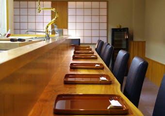 湯島の暖簾を掲げる、熟成うなぎとにほんの料理のお店「和灯ろ」。落ち着いた和の空間で、存分に美酒美食をお愉しみください。