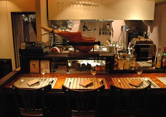 """地域色豊かな料理や、食卓に並ぶマンマの味など食を通じて""""イタリアの日常"""" """"イタリアの文化""""を感じながらお過ごしください。"""