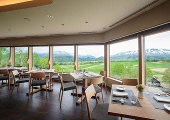 北海道の真ん中を実感できる広大なステージで、この場所ならではのおいしさをお届けするガーデンレストラン。旬の北海道料理をお楽しみいただけます。
