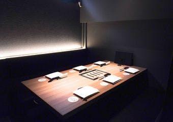 創業8年目の2020年夏に店内を全席完全個室にしてリニューアルオープン。最高品質の神戸BEEFを存分に味わって下さい。