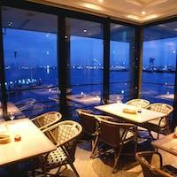 フローティングレストラン ピア21/ヨコハマ グランド インターコンチネンタル ホテル(ぷかりさん橋 2階)